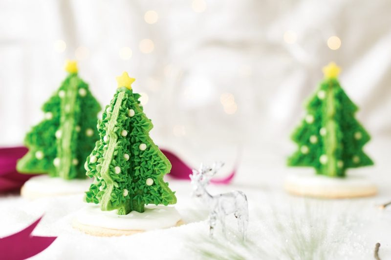 coole weihnachts cutout cookies cupcakes