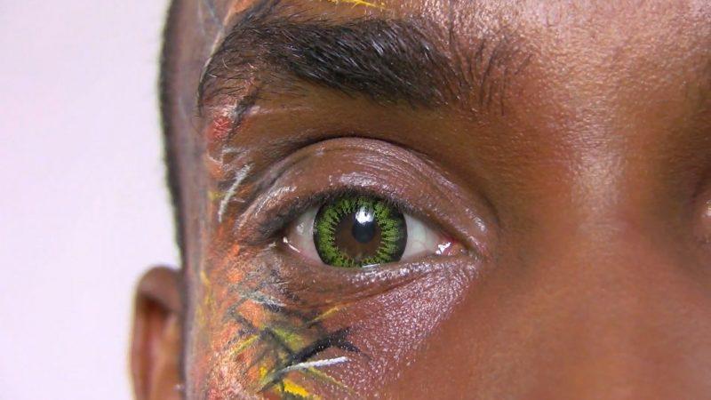 Farbige Kontaktlinsen werden auch von Männern verwendet