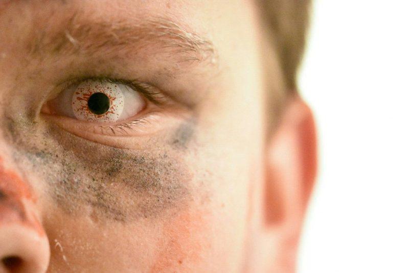 Farbige Kontaktlinsen Halloween Look