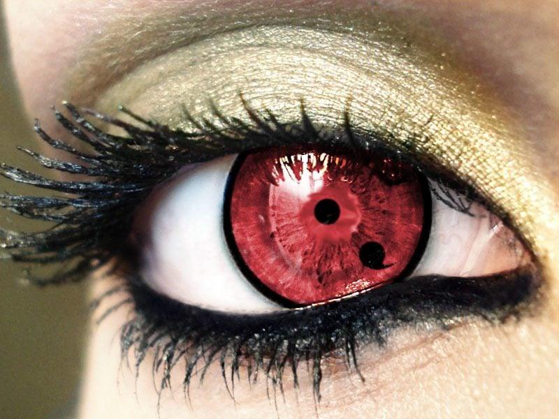 Farbige Kontaktlinsen rote gruselige Augen