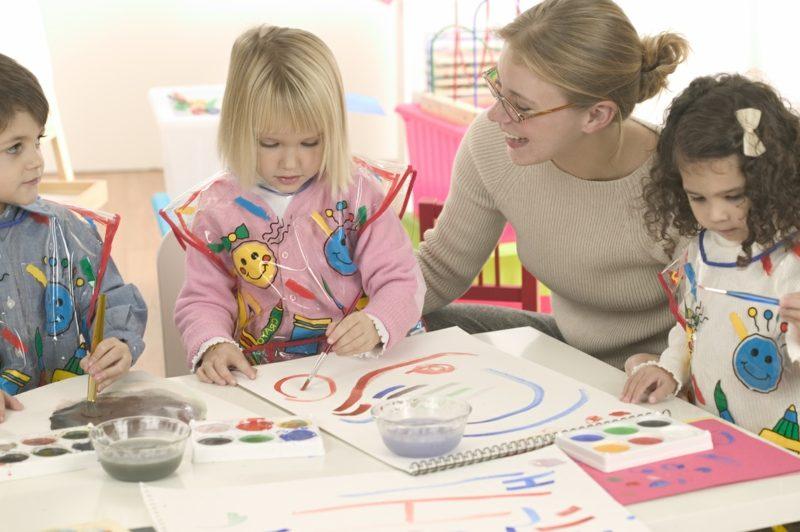 Ausmalbilder zu Weihnachten bringen die Kreativität der Kinder zum Ausdruck