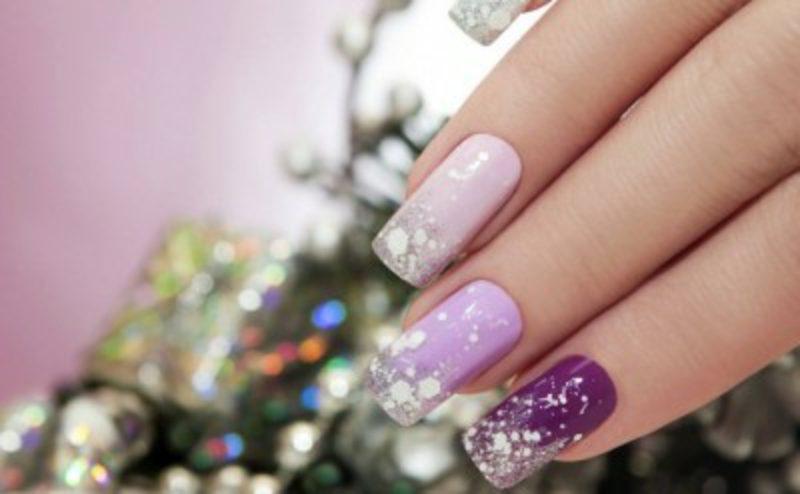 Nageldesign zu Weihnachten rosa lila