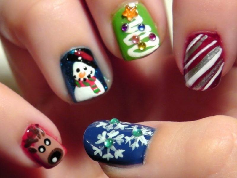 Fingernägel Designs für den Winter Weihnachtlich passender Nagellack grün