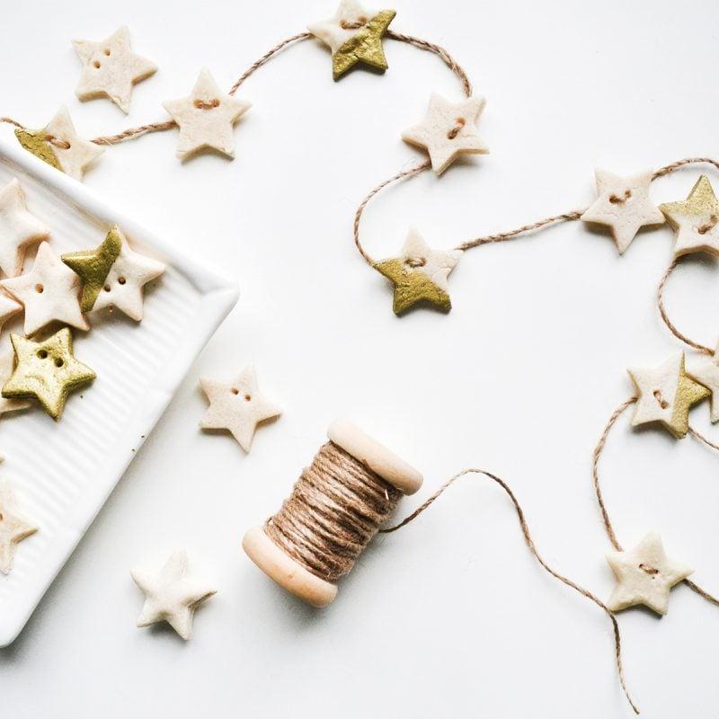 Mit Salzteig Weihnachten können Sie Girlande basteln