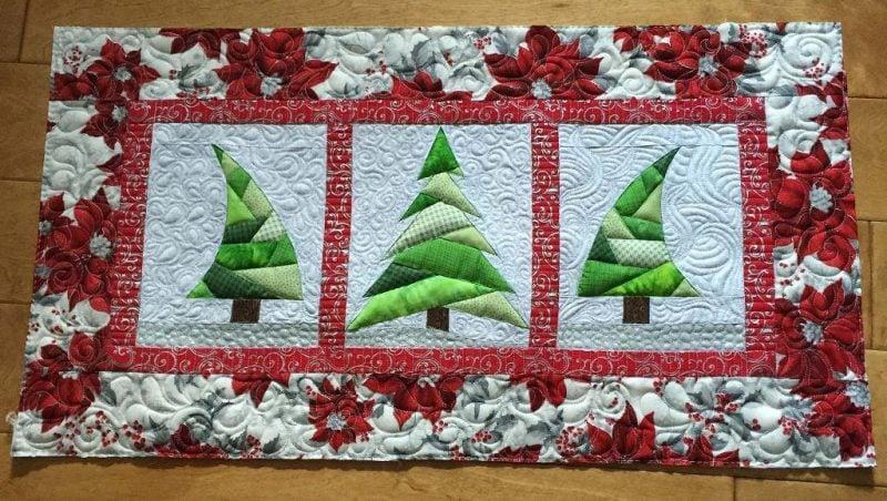 tischlaufer-weihnachten-patchwork-von-zwei-stoffen