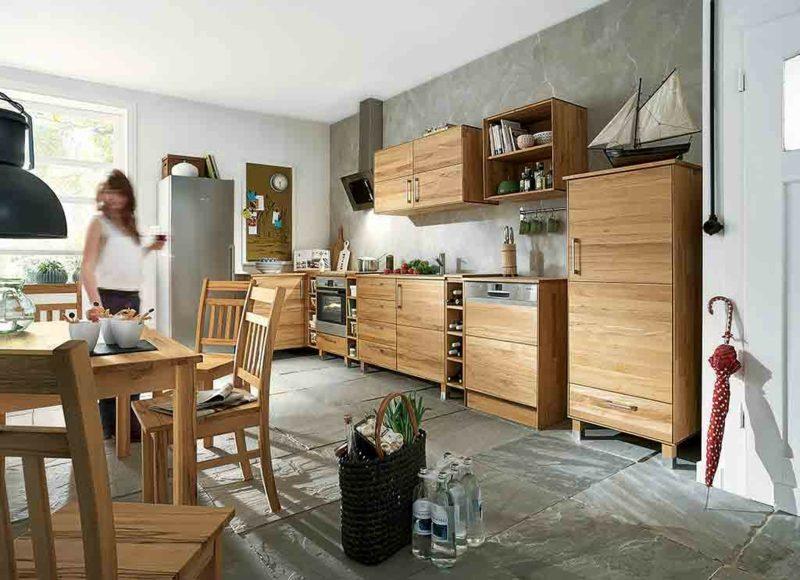 typische Modulküche im Landhaus Stil Holz