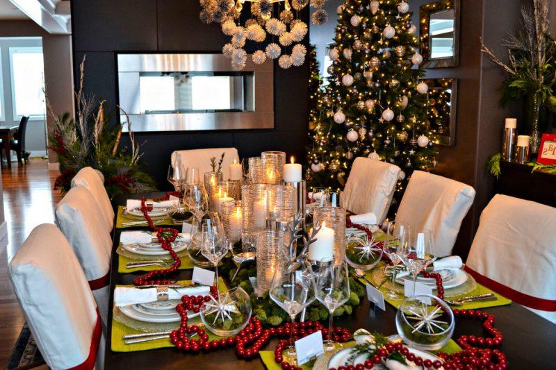Tisch weihnachtlich dekorieren - perfekt eignen sich die Farben - Rot, Grün und Weiß