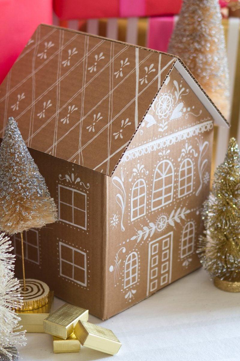 Tisch weihnachtlich dekorieren - Haus aus Karton