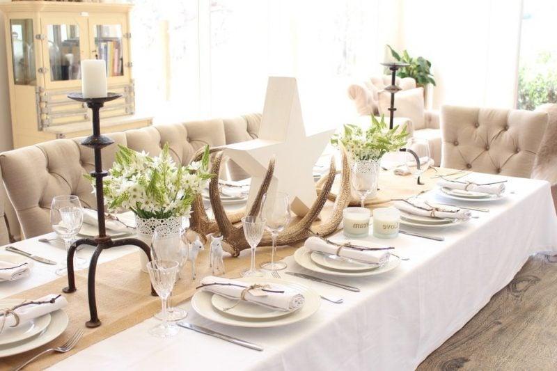 Tisch weihnachtlich dekorieren - moderne Ideen