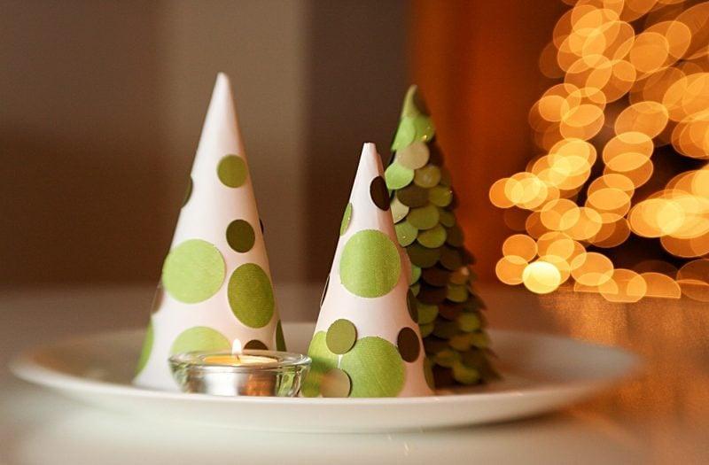 Tisch weihnachtlich dekorieren mit Papier