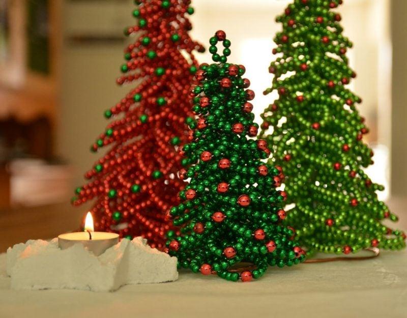 Tisch weihnachtlich dekorieren mit Weihnachtsbaum