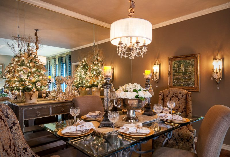 Tisch weihnachtlich dekorieren in Weiß und Gold