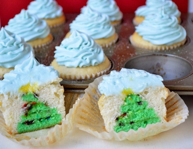 weihnachts hidden christmas tree cupcakes