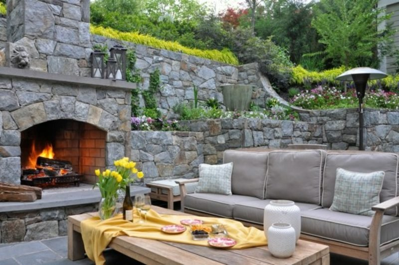 Aussenkamin aus Naturstein Terrasse