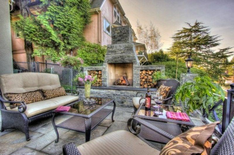Steinkamin mit Brennholz-Abteilungen Terrasse