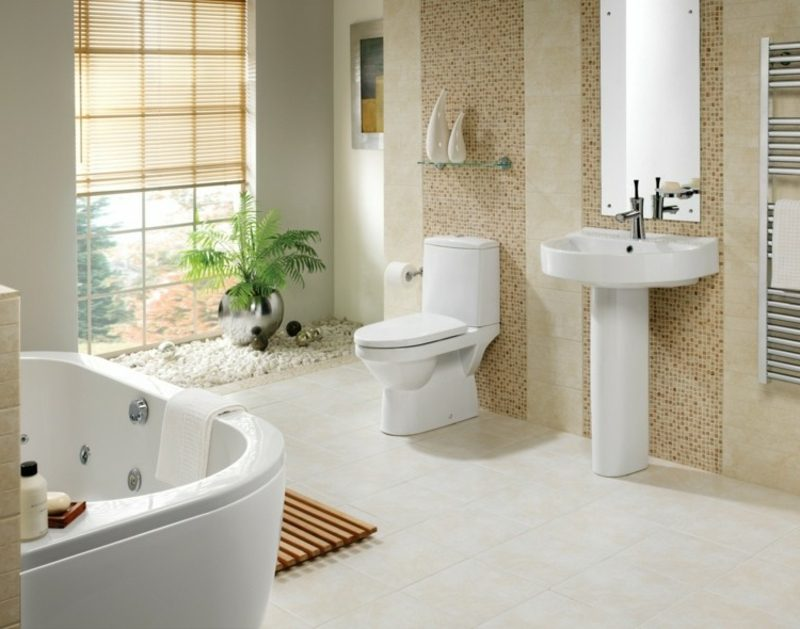 Luxus Badezimmer Akzentwang braune Mosaikfliesen