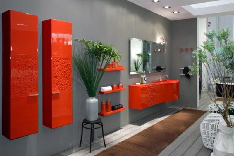 Luxus Badezimmer im Grau Akzente im Knallrot