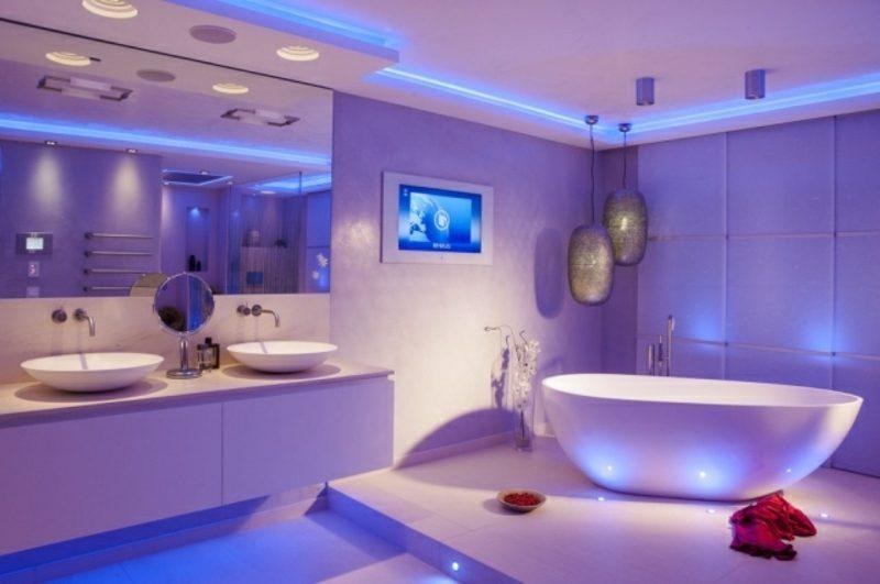 Luxus Badezimmer indirekte LED Beleuchtung im Blau