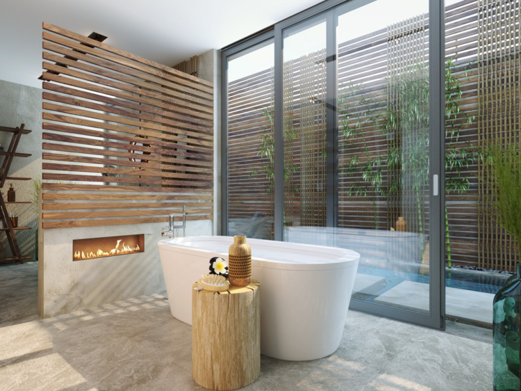 Luxus Badezimmer Trennwand Holz grosse Badewanne Porzellan Kamin