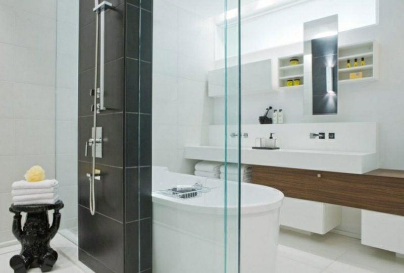 Luxus Badezimmer im Schwarz und Weiss klassisch