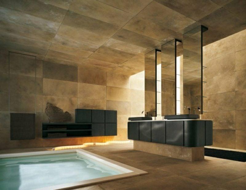 Luxus Badezimmer herrliche Fliesen im Goldenbraun kleines Schwimmbecken