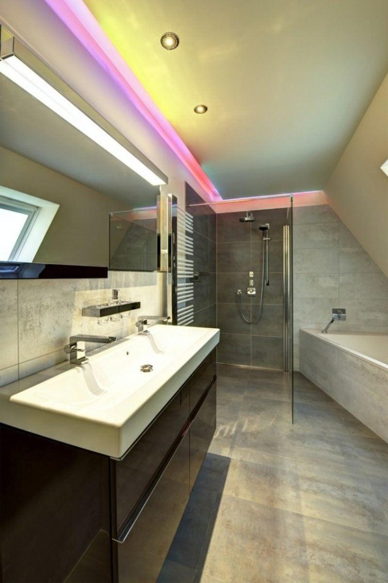 Luxus Badezimmer indirekte LED Beleuchtung an der Decke