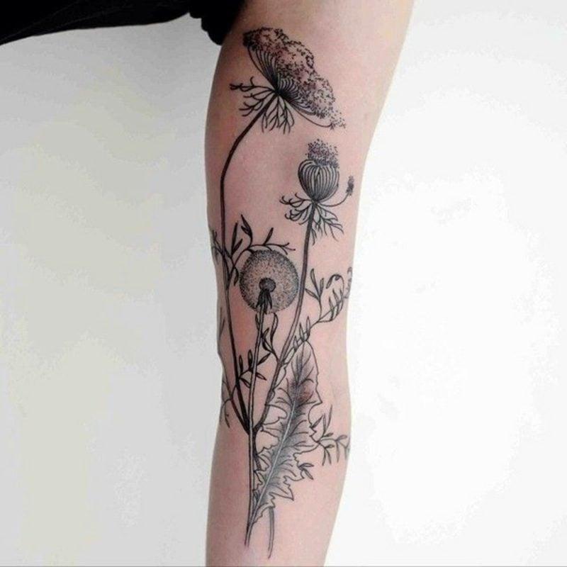 Blumenranken Tattoo Pusterblume Oberarm