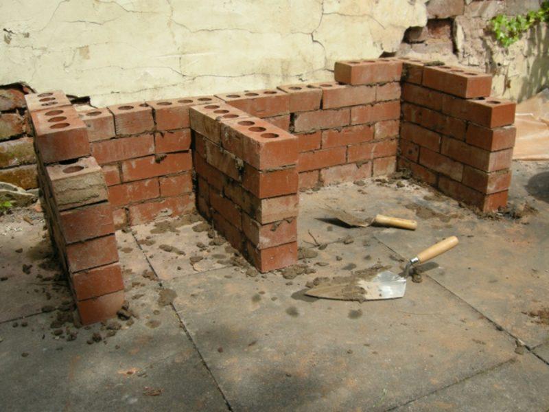 DIY Steingrill im Garten selber bauen Schamottstein