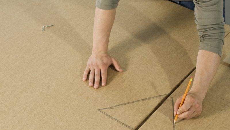 TV Wand selber bauen die Stosskanten markieren