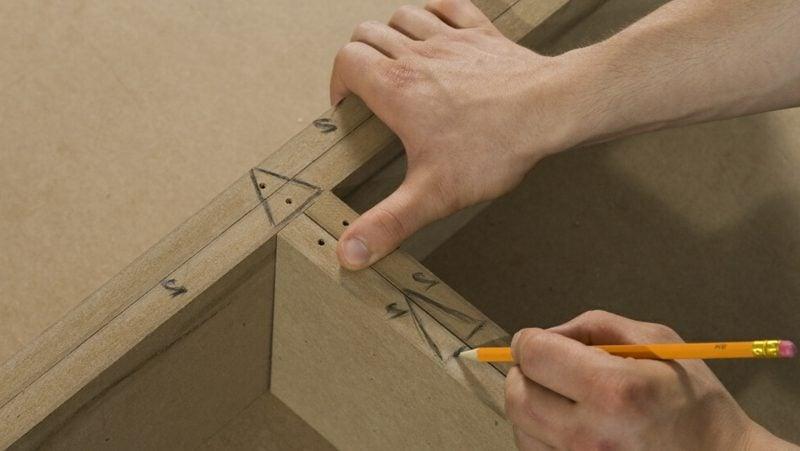 TV Wand selber bauen einen Regal machen