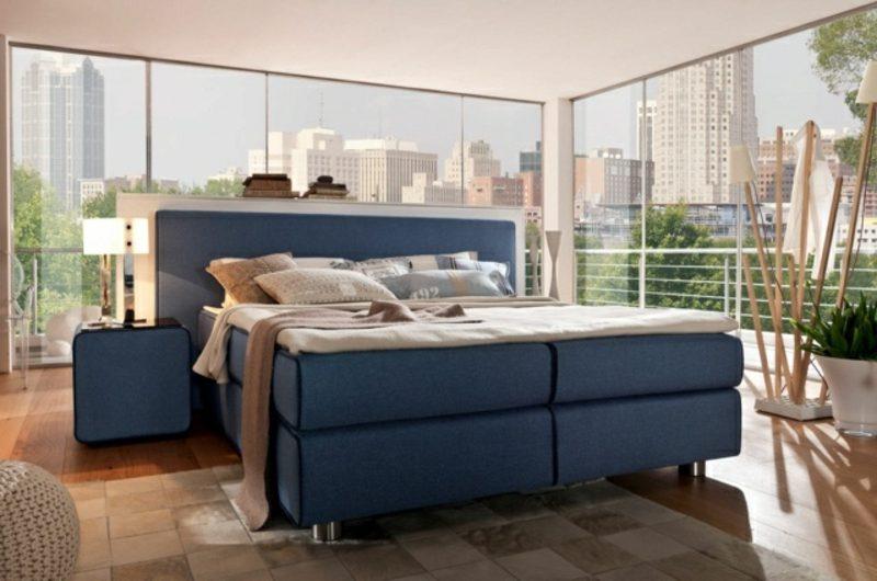 modernes Schlafzimmer herrliches Boxspringbett im Blau