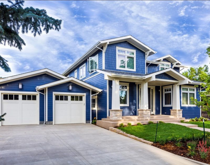 Marineblaue Fassade