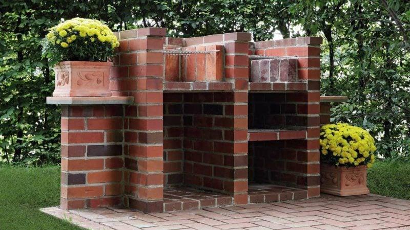 Gartengrill aus Backsteinen selber gebaut