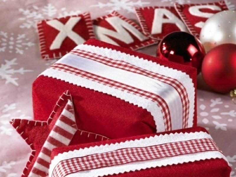 Geschenkpapier zu Weihnachten Dekorationen aus Filz selber gemacht