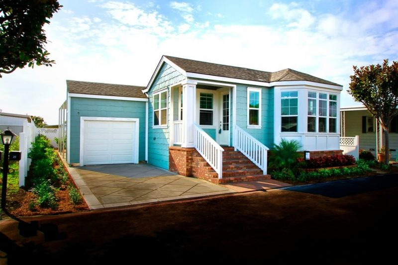 Hellblaue Fassadenfarbe