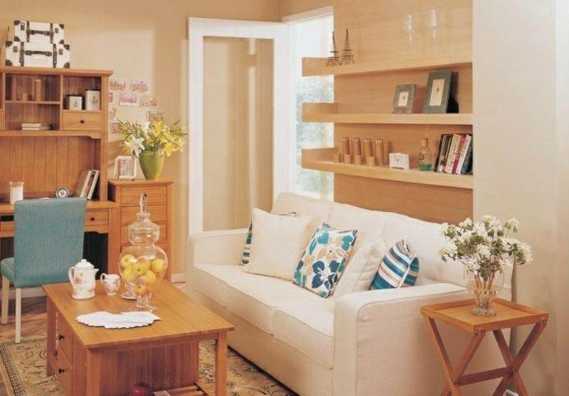 skandinavische Möbel weisses Polstersofa offenes Regalsystem aus Holz