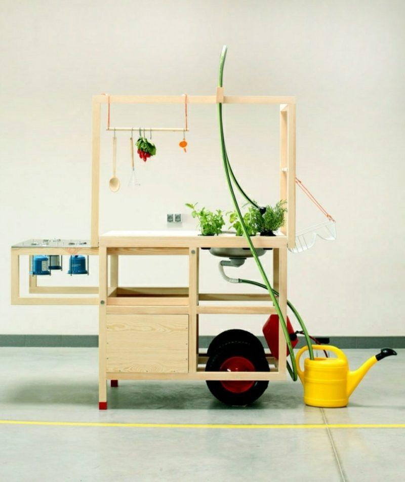 moderne mobile Küche aus Massivholz und Edelstahl