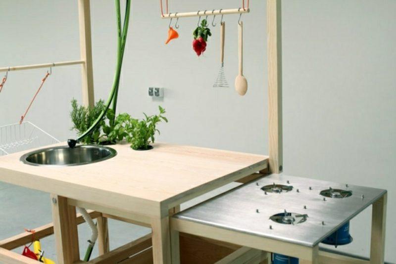 mobile Küche mit Gaskocher und Spühlbecken