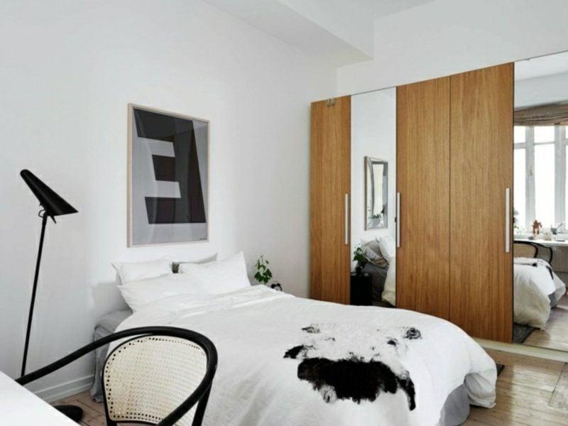 skandinavische Möbel Schlafzimmer Kleiderschrank aus Eichenholz als Akzent im Interieur