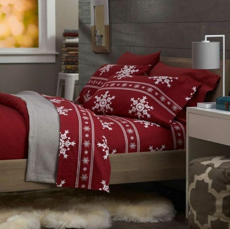 Bettwäsche zu Weihnachten im Rot mit weissen Schneeflocken
