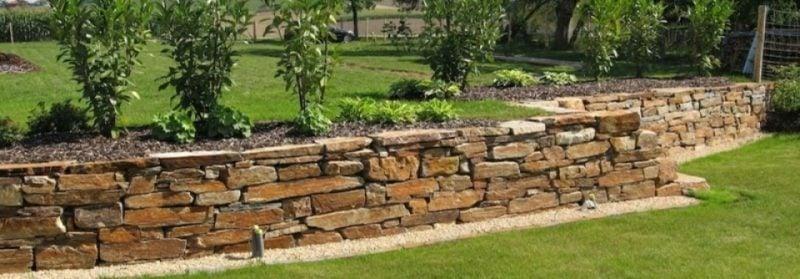 Steinmauer im Garten Beet Umrandung
