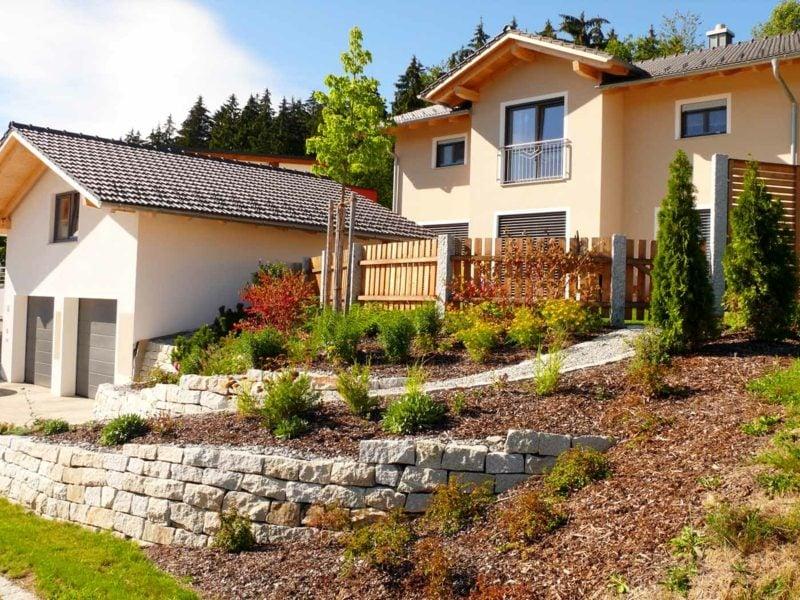 Steinmauer im Garten Naturlook