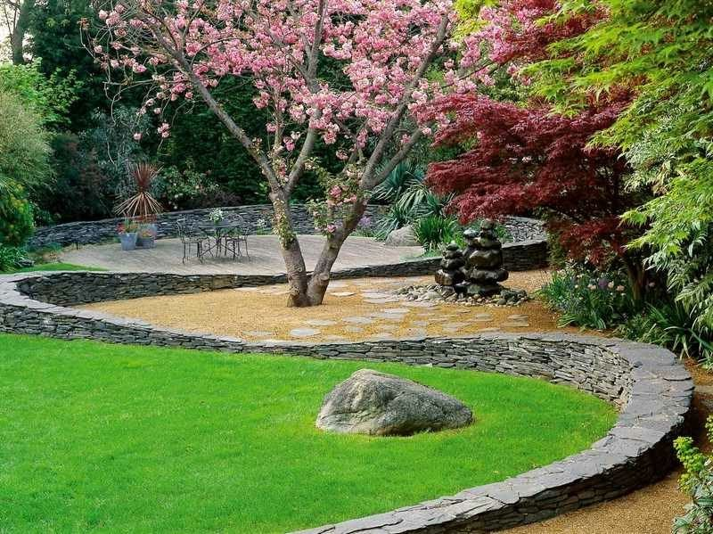 Steimauer im Garten originelle Bauweise