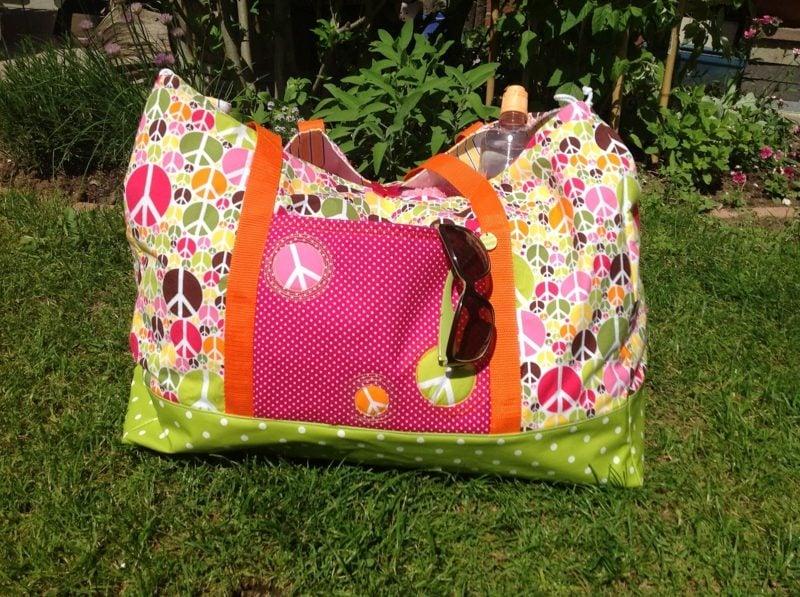 Strandtasche nähen farbiges Modeel interessantes Design