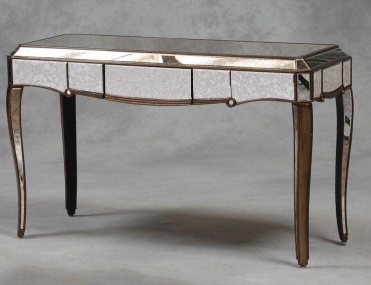 Tisch aus Silber.