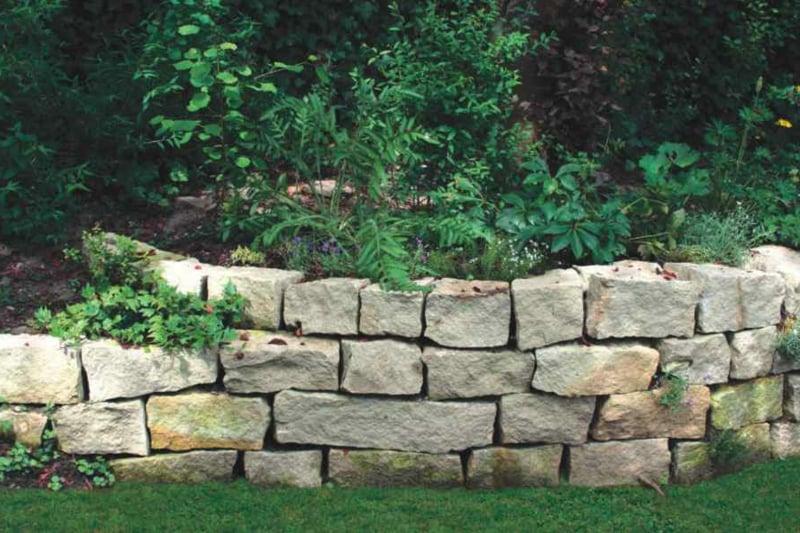 herrliche Steinmauer Garten Beet Umrandung