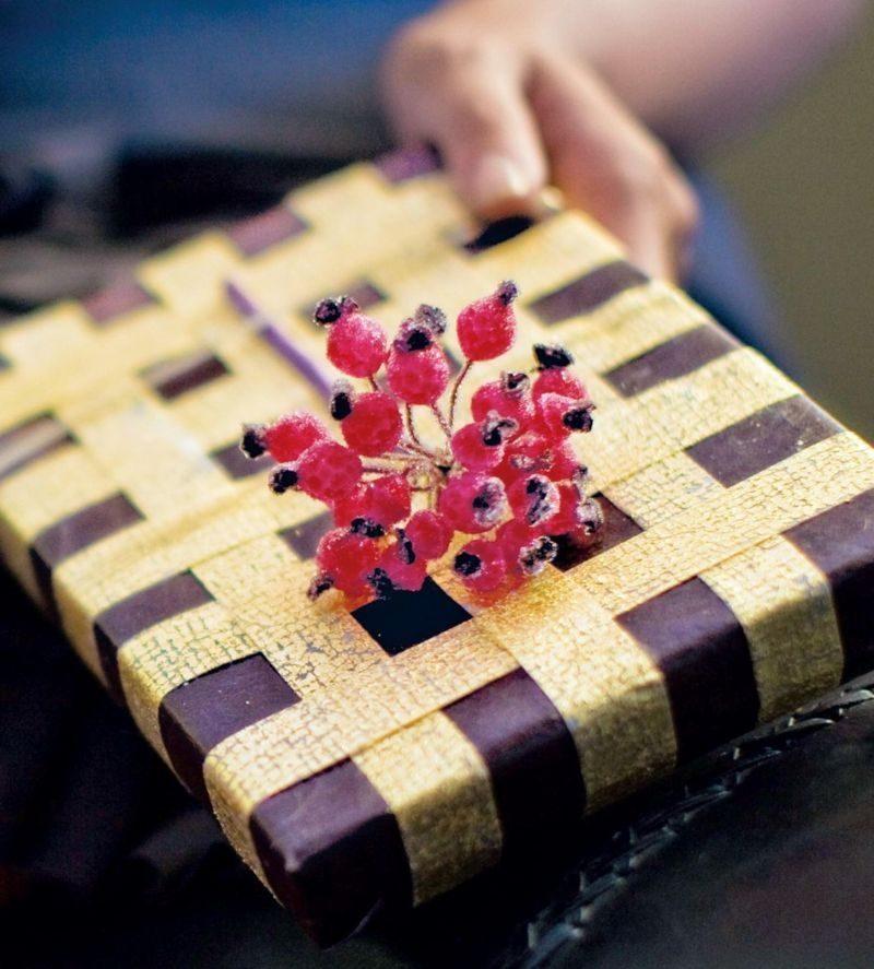 Weihnachtsgeschenk originell verpackt rote Beeren
