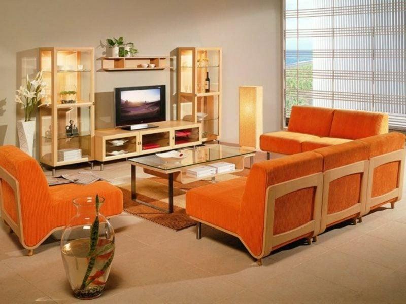 skandinavische Möbel Wohnzimmer orange Akzente