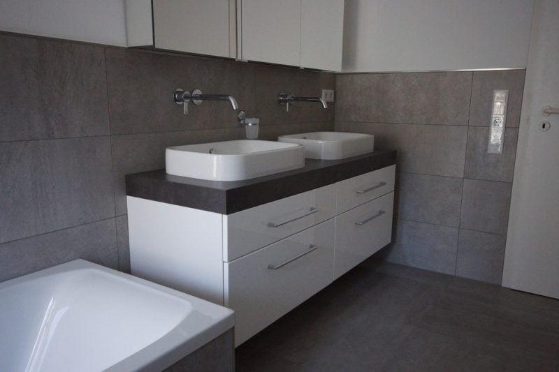 Fliesen in Betonoptik für modernes Badezimmer