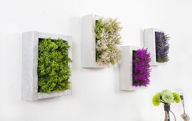 Blumendeko ander Wand hängen lassen.